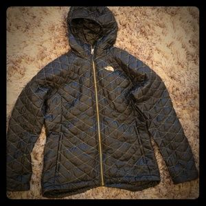 North Face Jacket - Large - Black w/Gold Puffer